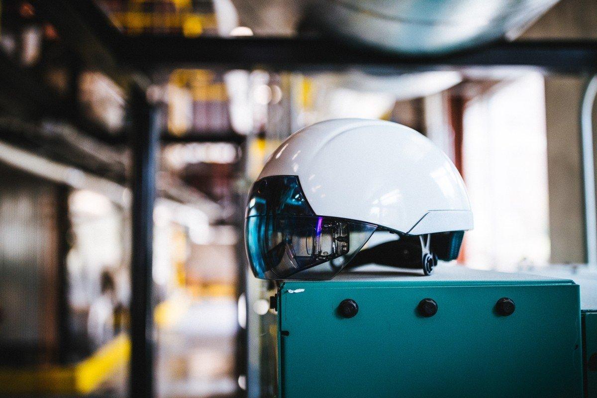 Risultati immagini per smart helmet daqri construction teco milano realtà aumentata cantiere
